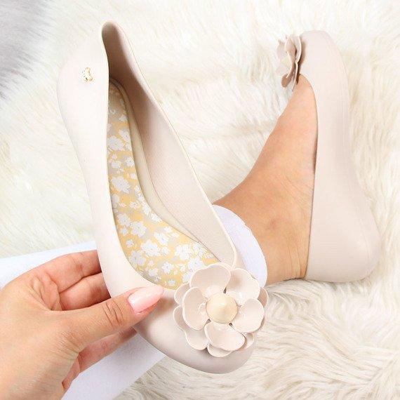 Beżowe baleriny gumowe z kwiatkiem ZAXY NATURE FEM 82256