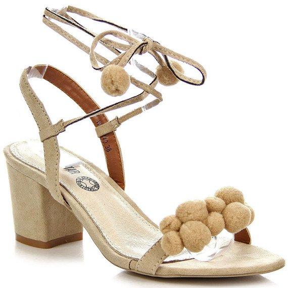 Beżowe sandały damskie z pomponami Big Star W274140