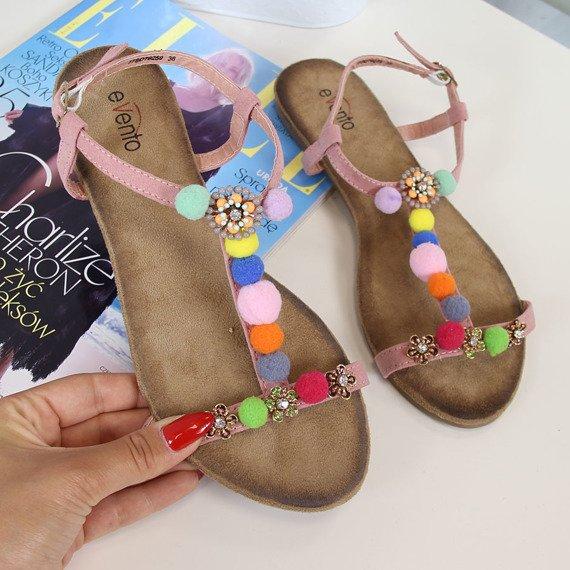 Pudrowy róż sandały z pomponikami eVento