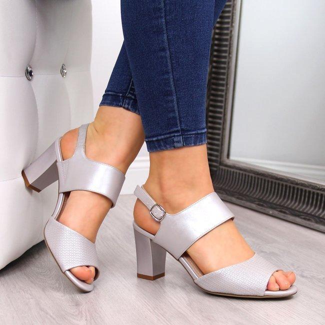Sandały damskie na słupku perłowe srebrne Sergio Leone