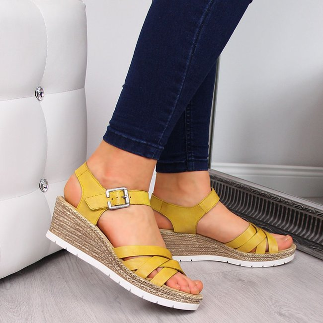 Sandały damskie skórzane na koturnie żółte Rieker 61963