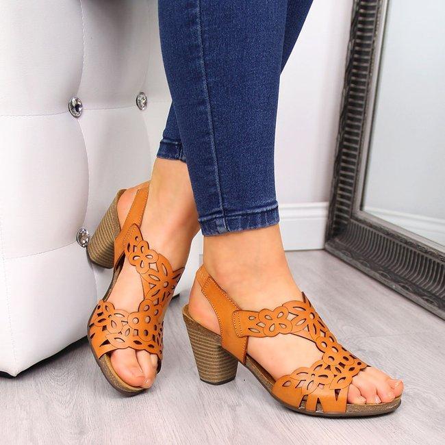 Sandały damskie skórzane na słupku camel El Pimpi