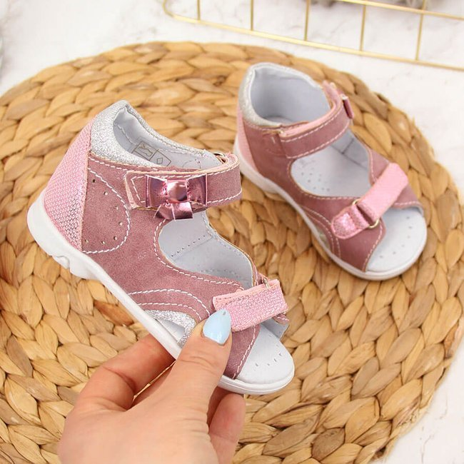 Sandały dziewczęce na rzep różowe Kornecki 4960