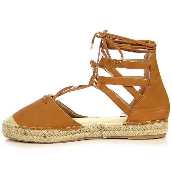 Sandały espadryle wiązane z pomponikami camel Vices