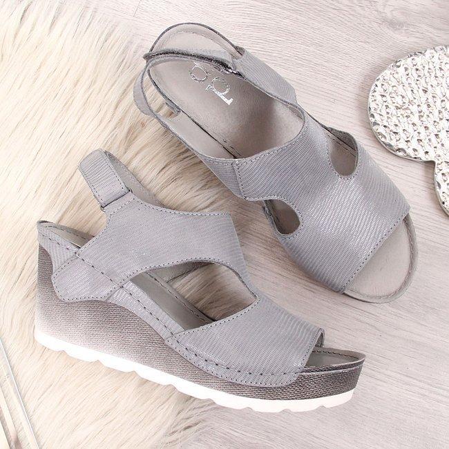 Sandały skórzane na koturnie połyskujące szare Dolce Pietro