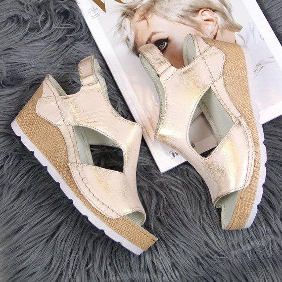 Sandały skórzane na koturnie złote Dolce Pietro