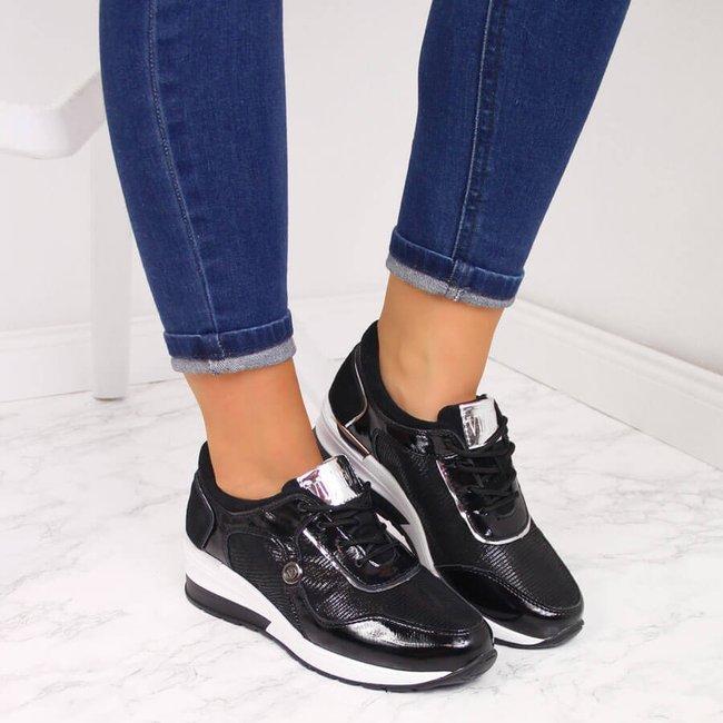 Sneakersy skórzane lakierowane na koturnie czarne Vinceza